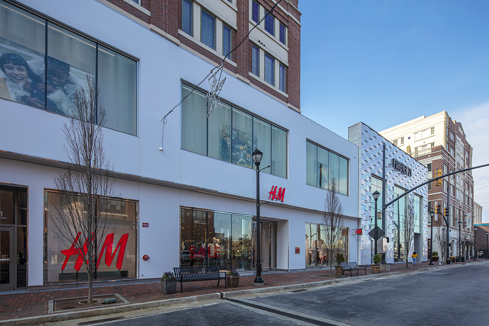 H&M, Forever 21, and Bowlero at Atlantic Station
